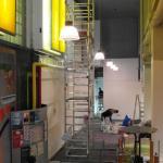 Malerarbeiten an der Raumdecke